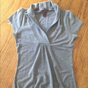 Sweaters - Short sleeve gray sweater. Size M
