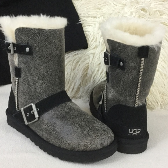 b21447d610c UGG Like New crackle leather buckle boots