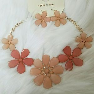 Jewelry - NWT flower statement necklace + earring set