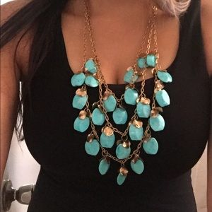 Statement necklace turquoise/gold colored.