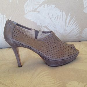 Paul Green Shoes - NEW PAUL GREEN GOLD PEEP TOE BOOTIE 9.5 B10