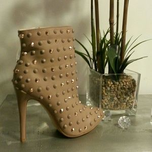 Liliana Shoes - Studded nude booties 23 hr sale price firm
