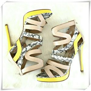 JustFab Shoes - 👠 JustFab strappy heels. NWOT.