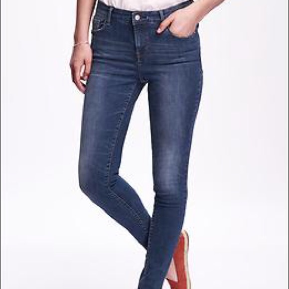 a3b0dce97d9 Mid-Rise Old Navy Rockstar Built in Sculpt Jeans. M 57aa11fac284565438006eac