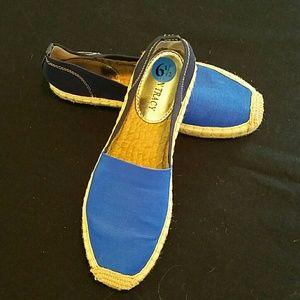 REDUCED!  Ellen Tracy 2 tone blue shoes. Sice 6.5.