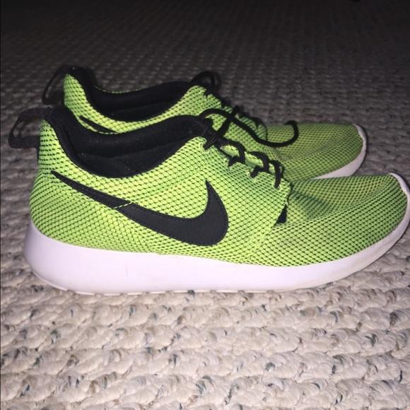60 nike shoes neon yellow nike roche runs from