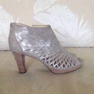 Paul Green Shoes - PAUL GREEN US 9.5  GOLD METALLIC LEATHER HEEL A4