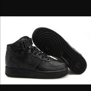 black high top Air Force