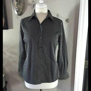 Foxcroft Tops - Foxcroft Striped Top Wrinkle Free Fitted Size 4 🎀