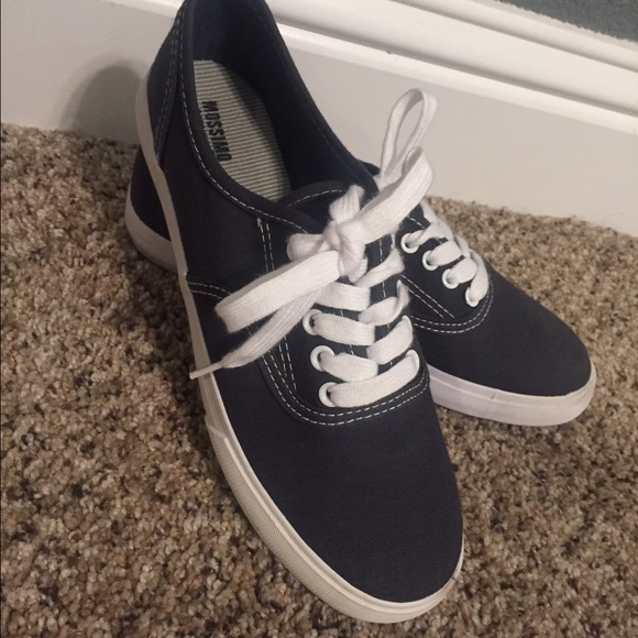 c12724bf0535 Mossimo Van s Style Canvas Sneakers. M 57aa6f9fbcd4a7eef4071508
