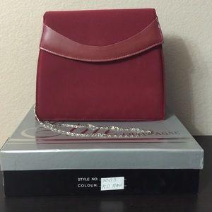 Champagne Handbags - 🎉FINAL SALE 🎉❤️Burgundy Clutch With Chain❤️
