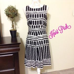 Taylor Dresses Dresses & Skirts - Taylor Size 8 Black and White Sleeveless Dress😍😍