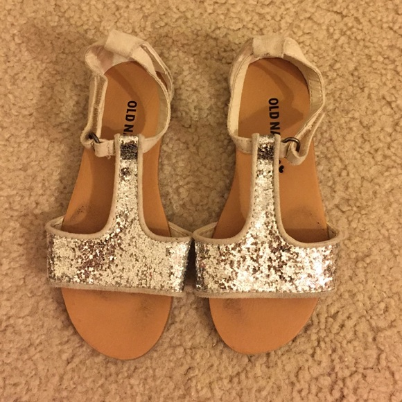 c5413fde657b70 Old navy gold sequin sandals size 9. M 57aac50bf09282264207f614