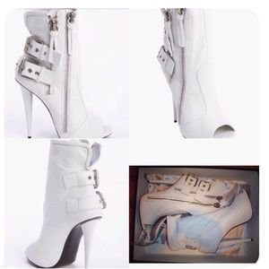 BRAND NEW WHITE GIUSEPPE  TAKING OFFERS