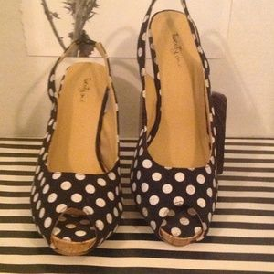 F21 FABRIC POLKA DOT SLING BACKS