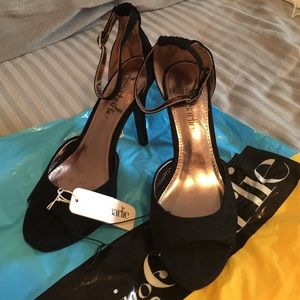 High heels size 8 new shoes never worn,