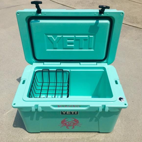 ❌SOLD❌Seafoam Yeti Tundra 45 Cooler