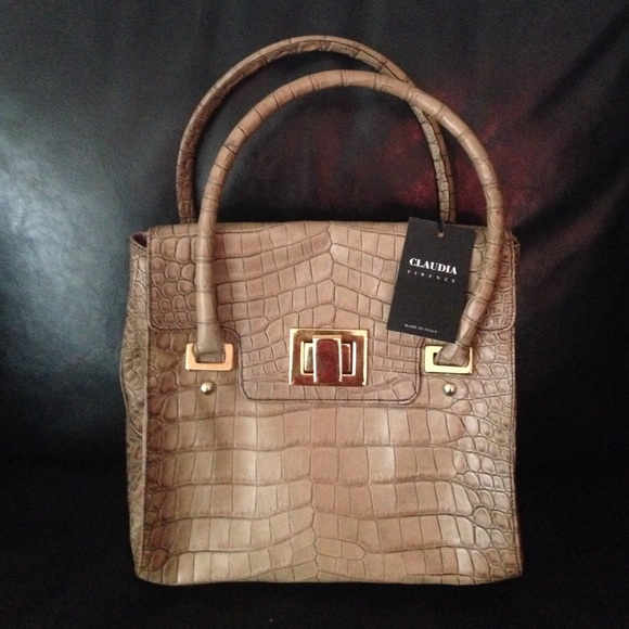 68692d8b4327 Claudia Firenze exclusive leather purse NWT