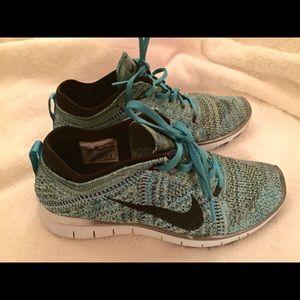 Nike Flyknit TR 5.0 Size 6.5 Like New!!!