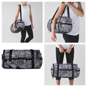 lululemon athletica Handbags - NWT Dottie Tribe Duffel