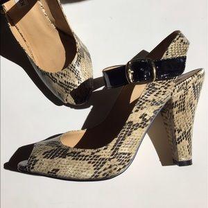 Steve Madden Shoes - Steve Madden snake print heels