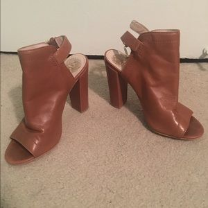 Vince Camuto leather heel