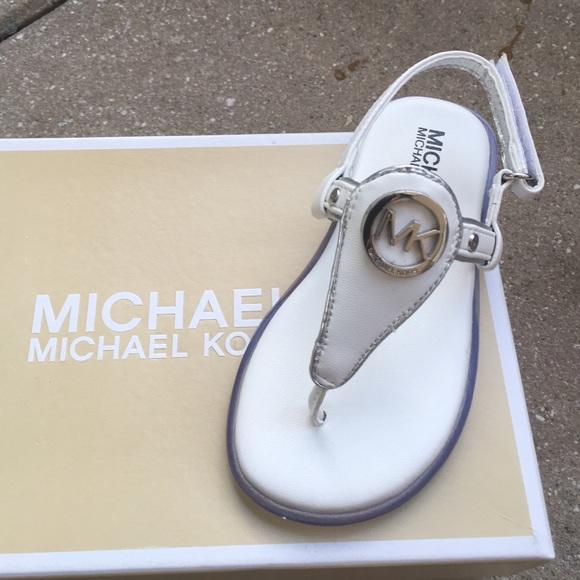 7ca8cf2e77f2 Michael kors toddler girls sandals. M 57abb7c17fab3a908400471e