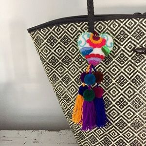 La New Yorkilla Accessories - Hand Made Colorful Lovely Hearts Key Chain