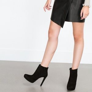 Like NEW- worn once- suede heeled booties
