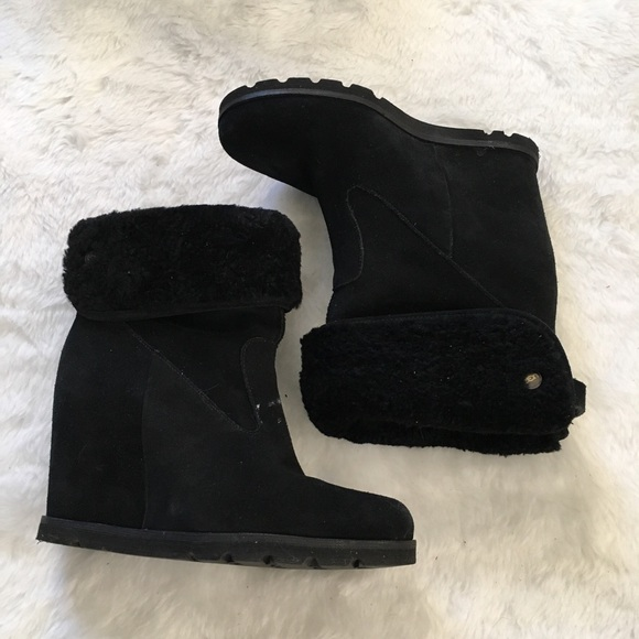 bc4af26cde53 UGG Kyra black wedge Bootie 7.5. M 57ac1e9c2ba50ad729014a10