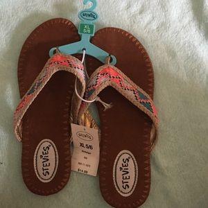 Stevies Shoes - NWT Stevie's sandles size 5/6