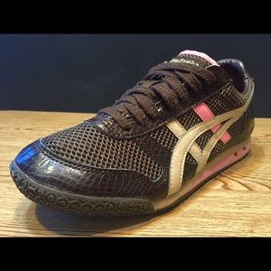 Asics Shoes - Women's Asics Tiger Shoes! Size 6.5