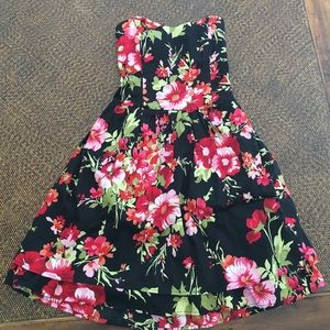 Urban Outfitters Dresses & Skirts - Floral strapless dress
