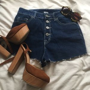 ✨BDG button-fly high waisted denim shorts✨