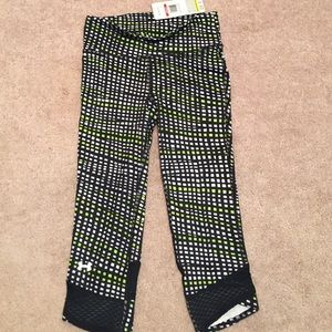 Under Armour Pants - NWT size XS under Armour 3/4 leggings