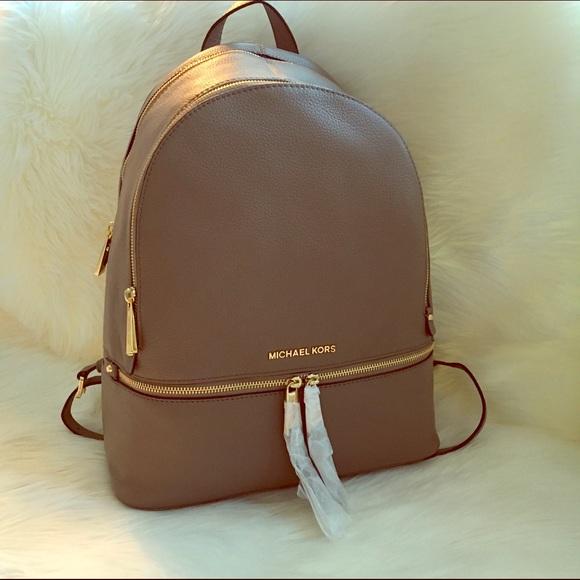 a5c2acf78cb4 🎉Last Call🎉MICHAEL KORS Large backpack purse.