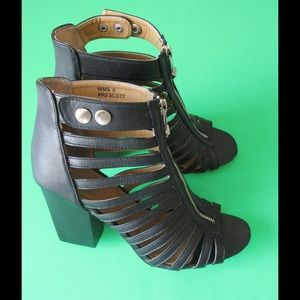 Report Signature Shoes - Fancy Black Cage/Heel Sandals W/Zipper & Brooches
