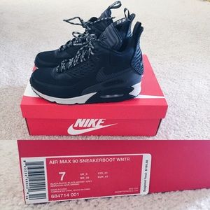 online store 5f891 1cf1d Nike Shoes - Nike Air Max 90 Sneakerboot WNTR Size 7