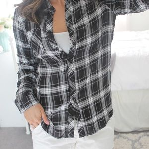 {Fall Favorite} Black & White Plaid Button Up