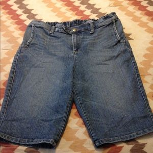 Cute maternity shorts size Large look!!