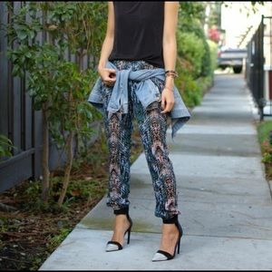 Like NEW Lily White printed stretchy waist joggers