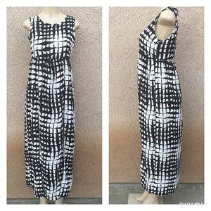 Dresses & Skirts - 🆕 Black and white maxi dress