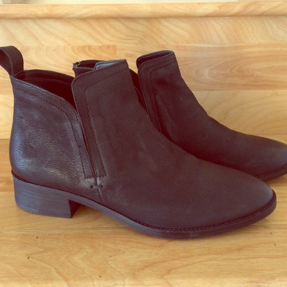 7b950a054e0 Dolce Vita Shoes - Dolce Vita Tessey Booties Black Leather Size 8.5