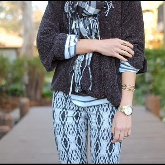 H&M Pants - Like NEW H&M Aztec print black and white pants