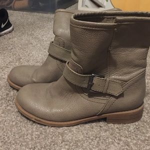 Old Navy Shoes - Taupe flat booties