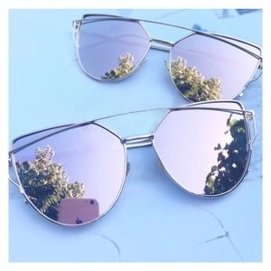 Accessories - ✨3X HP✨Rose Gold Mirrored Sunglasses