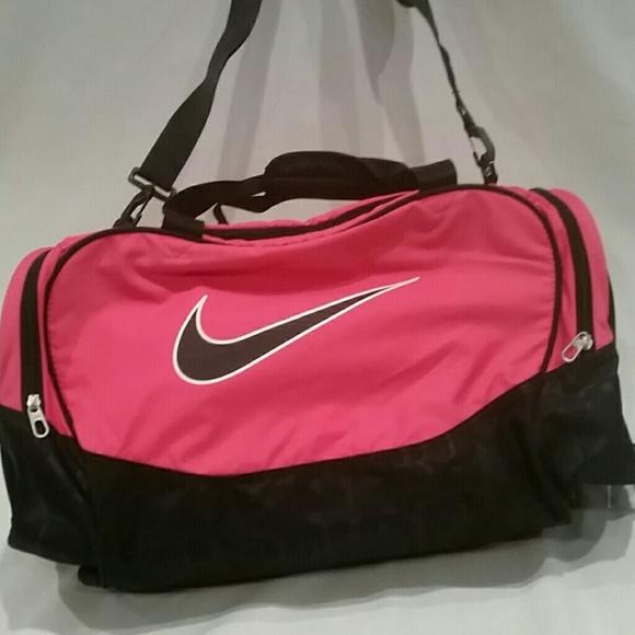 8ab695cc854b NEW Nike Pink   Black travel bag Large. M 57af0f3f6d64bcf0580305cc