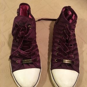 Shoes - Juicy couture burgundy hitops