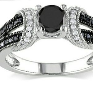 Jewelry - 🎀Price Drop🎀 Stunning CZ engagement Ring!