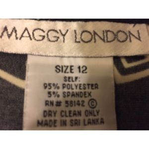 Maggy London Dresses - Maggy London wrap dress   classic style